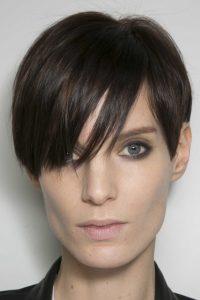 1. Krátke vlasy Účesy pre riedke vlasy