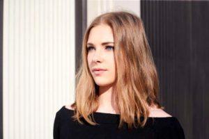 3. Stredné vlasy Účesy pre riedke vlasy