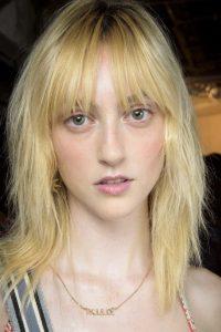 4. Strednevlasy Účesy pre riedke vlasy