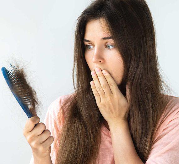 6. dôvodov prečo vám vypadávajú vlasy