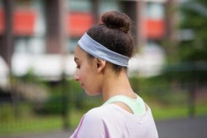 10. Headband 10 športových účesov . Športove účesy