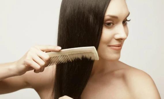 Ako udržiavať zdravé vlasy: 7 tipov na starostlivosť o vlasy, ktoré si zamilujete