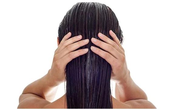 6 receptov na výrobu domacích vlasových kondicionérov pre každý typ vlasov